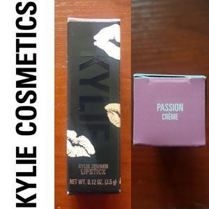 Kylie Jenner Cosmetics Crème Lipstick Passion